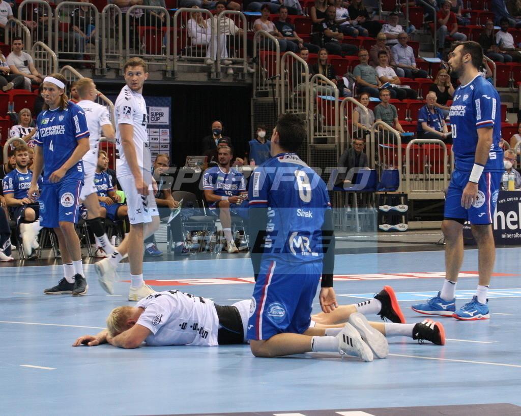 Handball Supercup | Patruick Wiencek am Boden - © by K-Media-Sports / Sportfoto-Sale.de