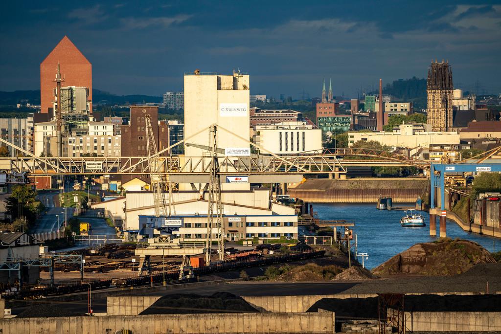 JT-201004 | Duisburger Häfen, Rheinkai Nord, Außenhafen, hinten die Innenstadt mit Innenhafen, Archiv Turm des Landesarchiv NRW, am Rhein, Duisburg, NRW, Deutschland,
