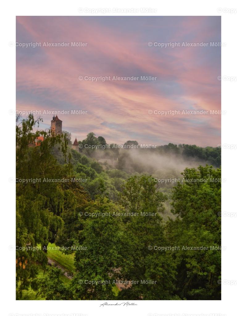 Rothenburg ob der Tauber No.41 | Dieses Werk zeigt den atemberaubenden Blick über das Taubertal. Der Nebel aus dem Unterholz und der wunderschön formatierte Himmel zeigen die Einzigartigkeit dieses Ortes.