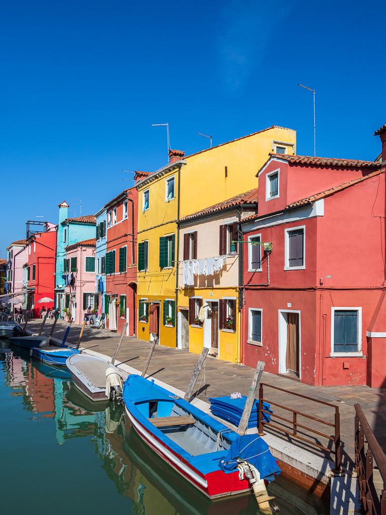 Bunte Gebäude auf der Insel Burano bei Venedig, Italien | Bunte Gebäude auf der Insel Burano bei Venedig, Italien.