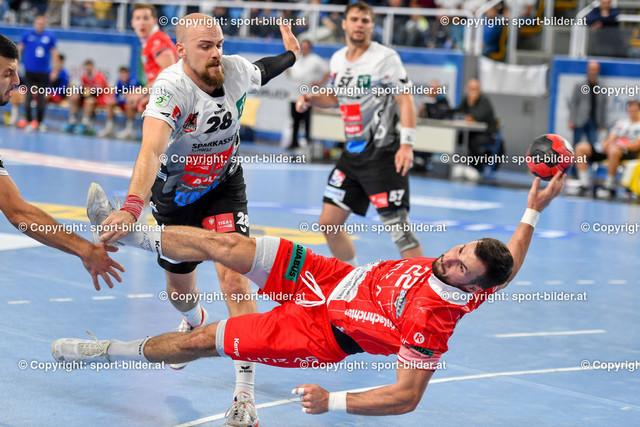 AUT, HLA, HC Linz AG vs Schwaz Handball Tirol | 09.10.2021, Sporthauptschule Linz-Kleinmuenchen, AUT, HLA, HC Linz AG vs  Schwaz Handball Tirol, im Bild Dejan Babic (Linz) vs Gerald Zeiner (Tirol)