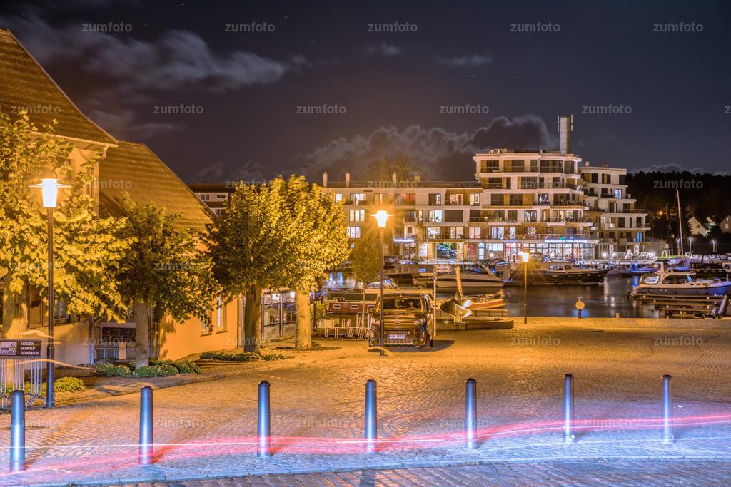 0-171029_1833-2067 | --Dateigröße 6720 x 4480 Pixel-- Nachtaufnahme mit Blick zum Stadthafen