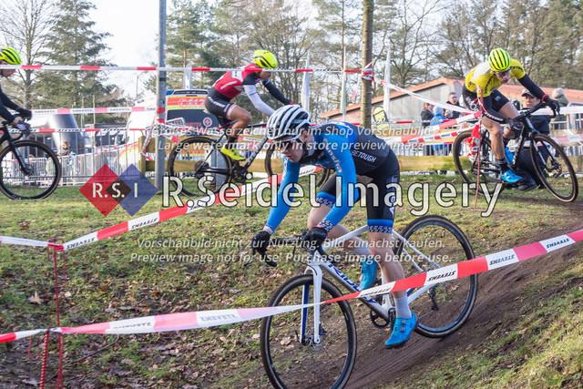 Radsport, Stevens Cyclocross Cup 2019, 10. Lauf (RSG Nordheide), Rennen 9 (Elite Herren + U23, Masters 2 / Elite Ü40 und Junioren U19), Buchholz i.d.N., 19.01.2020 | Bosse Kahlstorf (Radsportteam Uelzen, #53, Elite) führt nach der ersten halben Runde