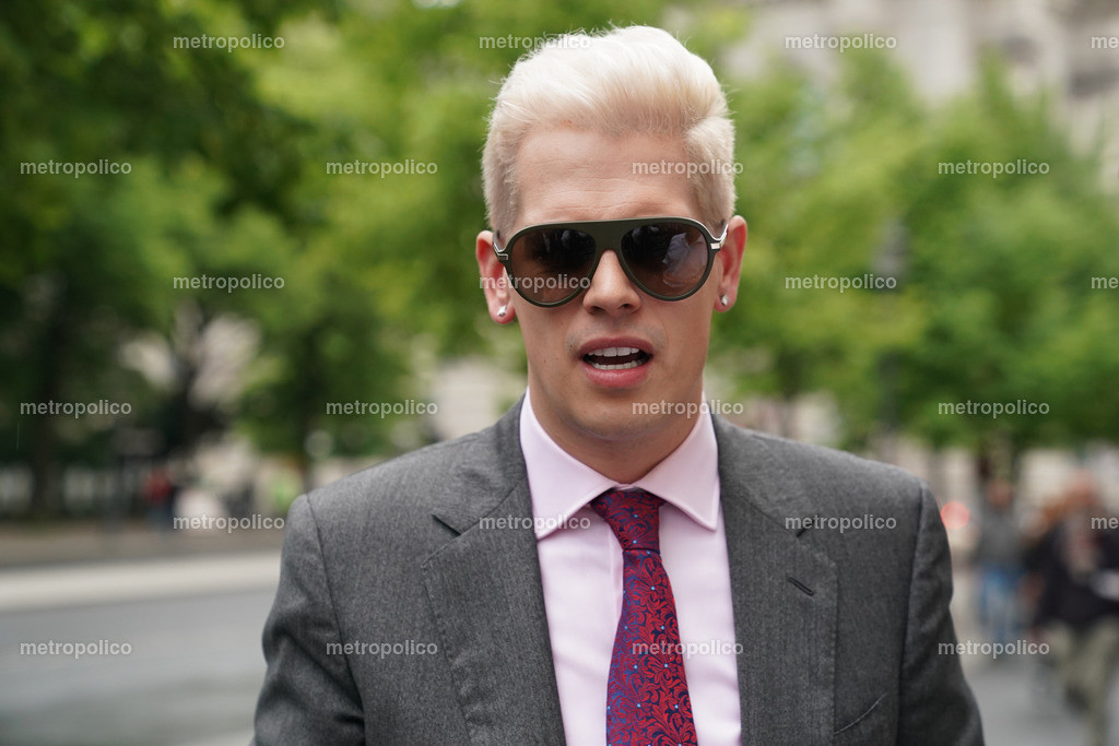 Milo Yiannopoulos (25)