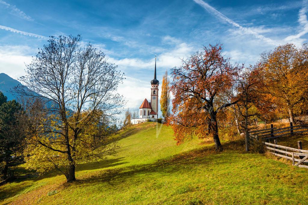 Leiblfing | Die Kirche von Leiblfing im Herbst