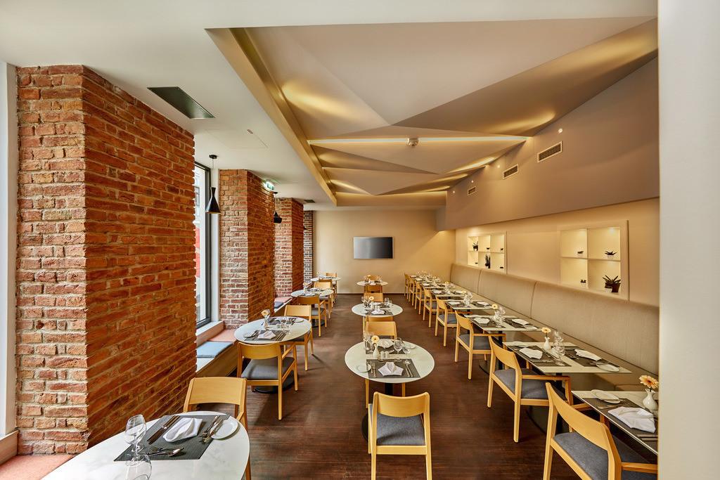 restaurant-ala-cart-01-hplus-hotel-wien