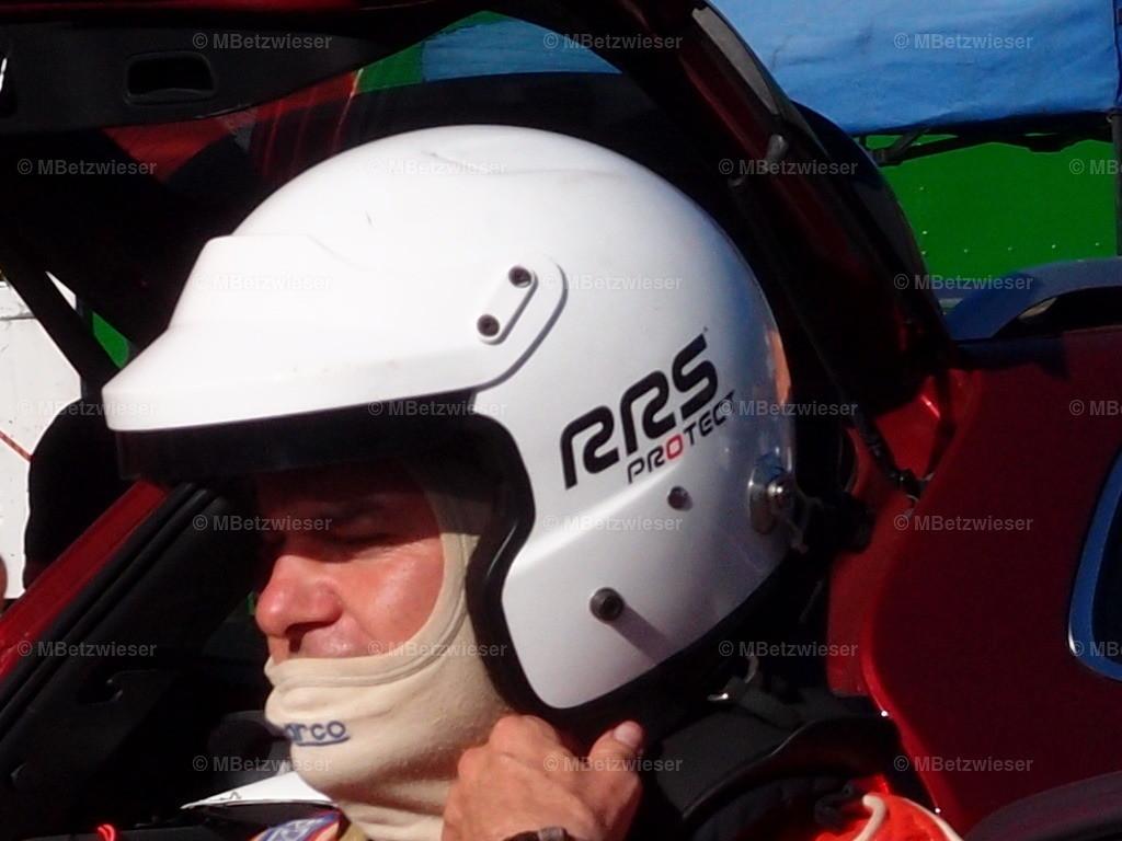 P9216602 | Helm auf
