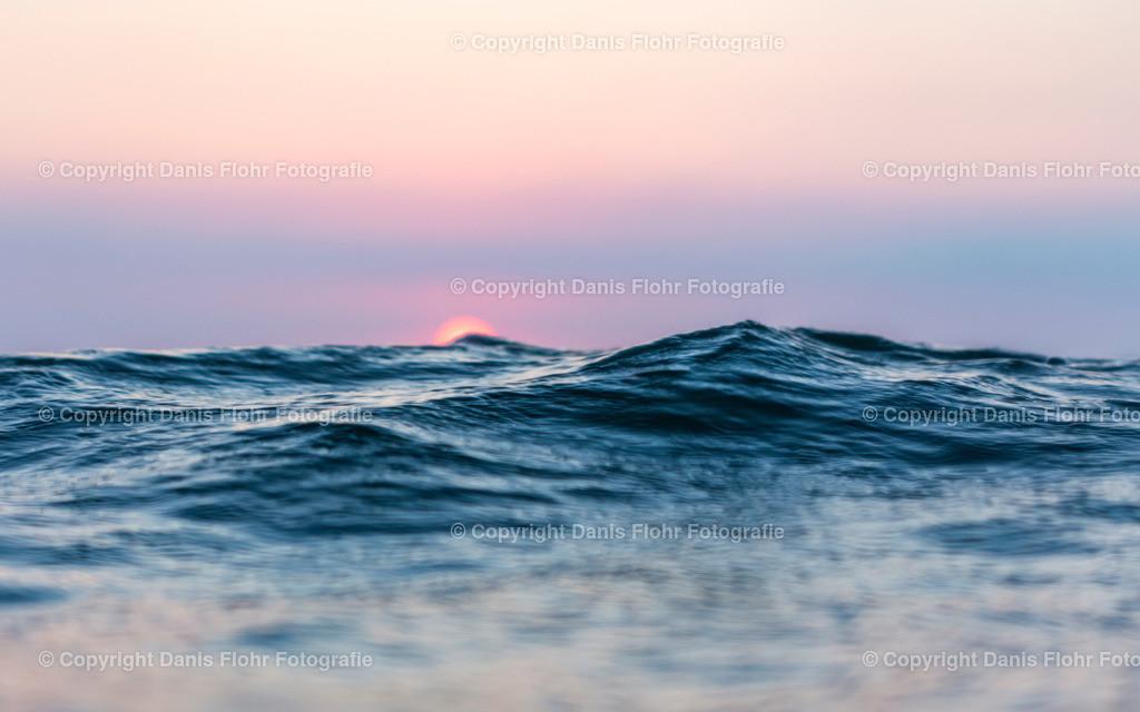Wellenberg | Die Sonne geht unter, eine Welle wirkt wie ein Gebirge