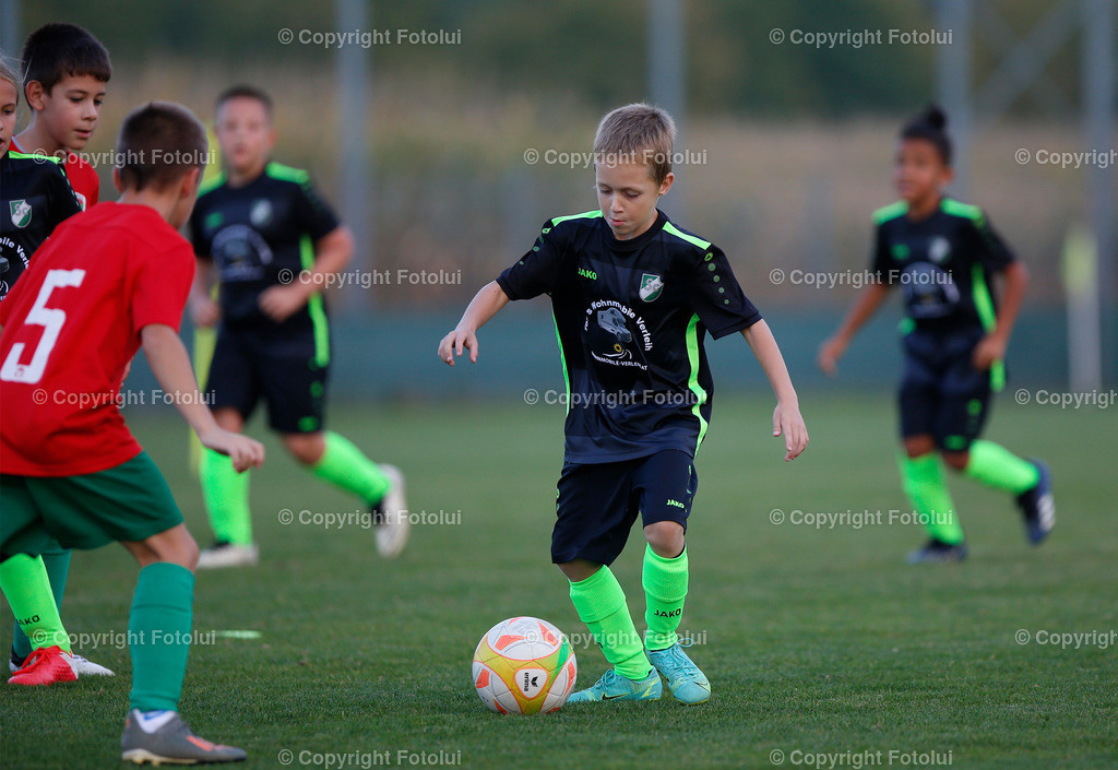 A_LUI27092021_28 | SPORT,FUSSBALL, FC WELS_SC HOERSCHING U 9 27.09.2021 IM BILD: SCHWARZ (HOERSCHING) UND ROT (FC WELS )FOTO:FOTOLUI