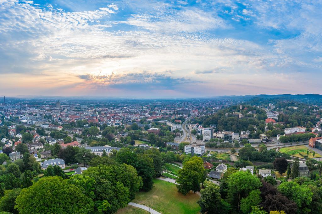 Sonnenaufgang über der Innenstadt | Sonnenaufgang über der Bielefelder Innenstadt an einem Morgen im August.