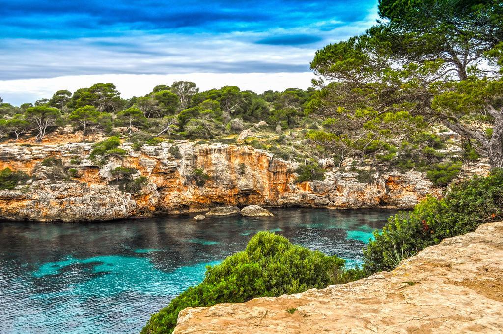 Mallorca - Cala Pi | Blick auf die romantische Bucht mit türkisfarbenem Meer
