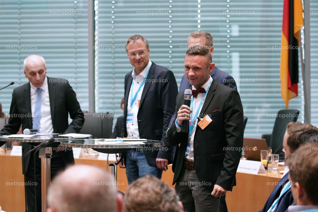 1. Kongress der freien Medien im Bundestag David Berger beantwortet eine Frage (2)