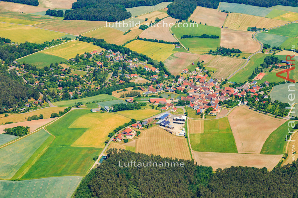 altershausen-muechsteinach-2015-1413   Luftbild von Altershausen Muechsteinach - Luftaufnahme wurde 2015 von https://frankenair.de mittels Flugzeug (keine Drohne) erstellt - die Geschenkidee