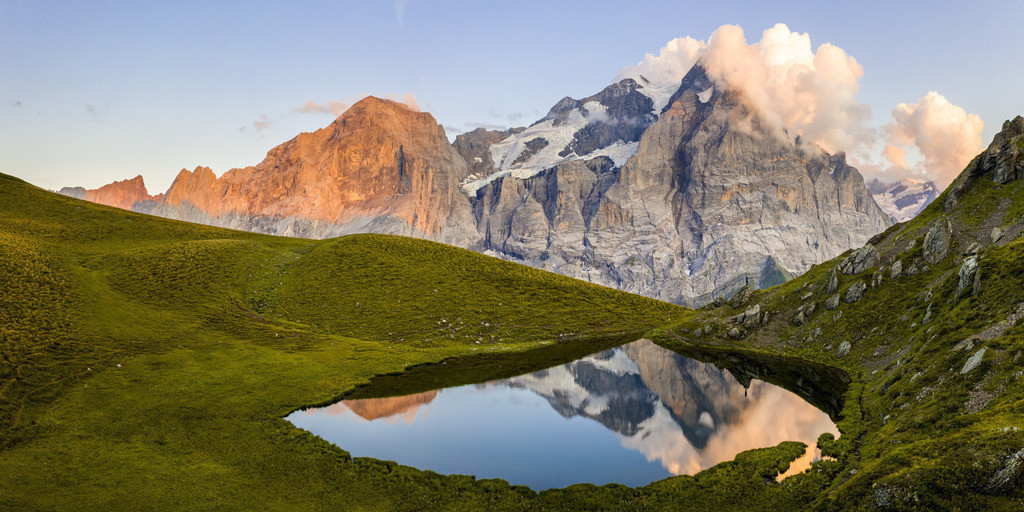 Haslital | Wellhorn and Wetterhorn seen from a beautiful alpine lake.