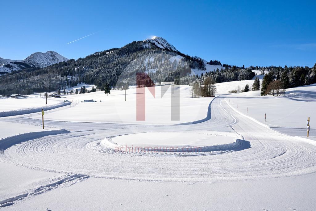 frisch gespurte Loipe in Schattwald, Tannheimer Tal, Tirol, Österreich