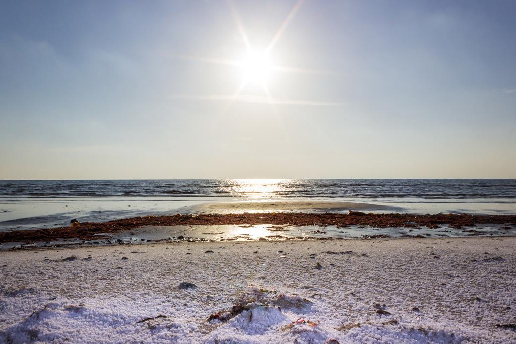 Sonnenaufgang an der Ostsee   Winterlicher Strand in Damp
