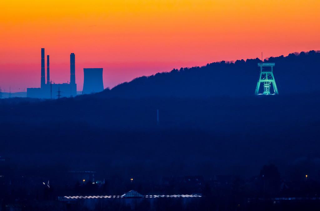 JT-190225-044 | Fördergerüst des Bergwerks Prosper Haniel in Bottrop, letzte Ruhrgebiets Zeche, wurde 2018 geschlossen, vor der Halde Haniel