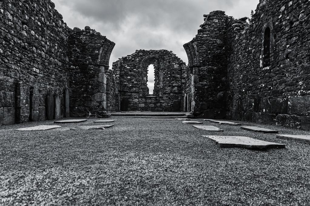 Ireland-Glendalough B+W