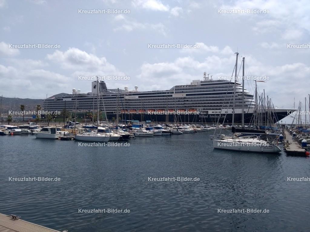 Koningsdam in Cartagena | Die Koningsdam von Holland America Line in Cartagena.