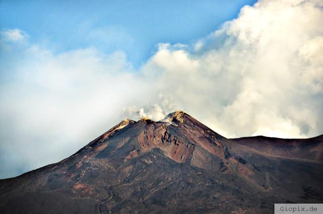 Vulkan Ätna Hauptkrater | Der Hauptkrater am Vulkan Ätna in einer Luftaufnahme