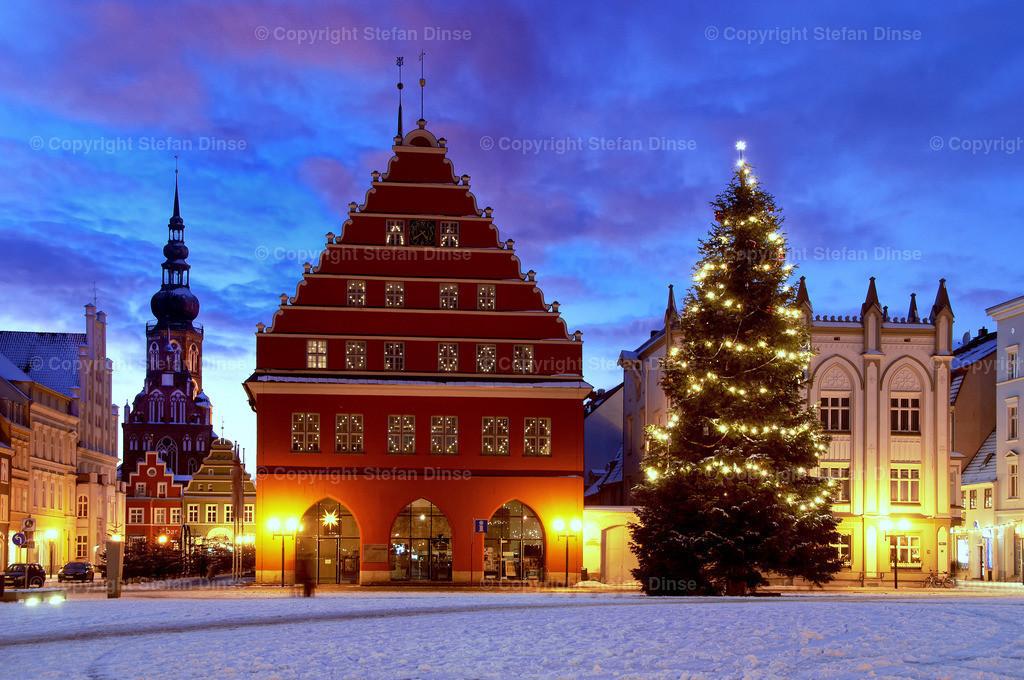 christmas market in oldtown Greifswald | christmas market in oldtown Greifswald