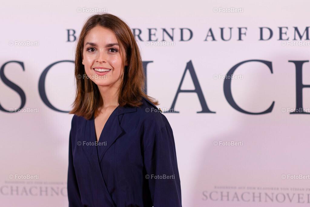 Premiere: Schachnovelle   Luise Befort