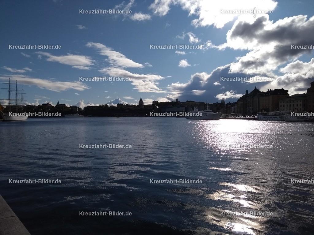 Stockholm II | Der Blick von Stockholm in Richtung Kreuzfahrtanleger.