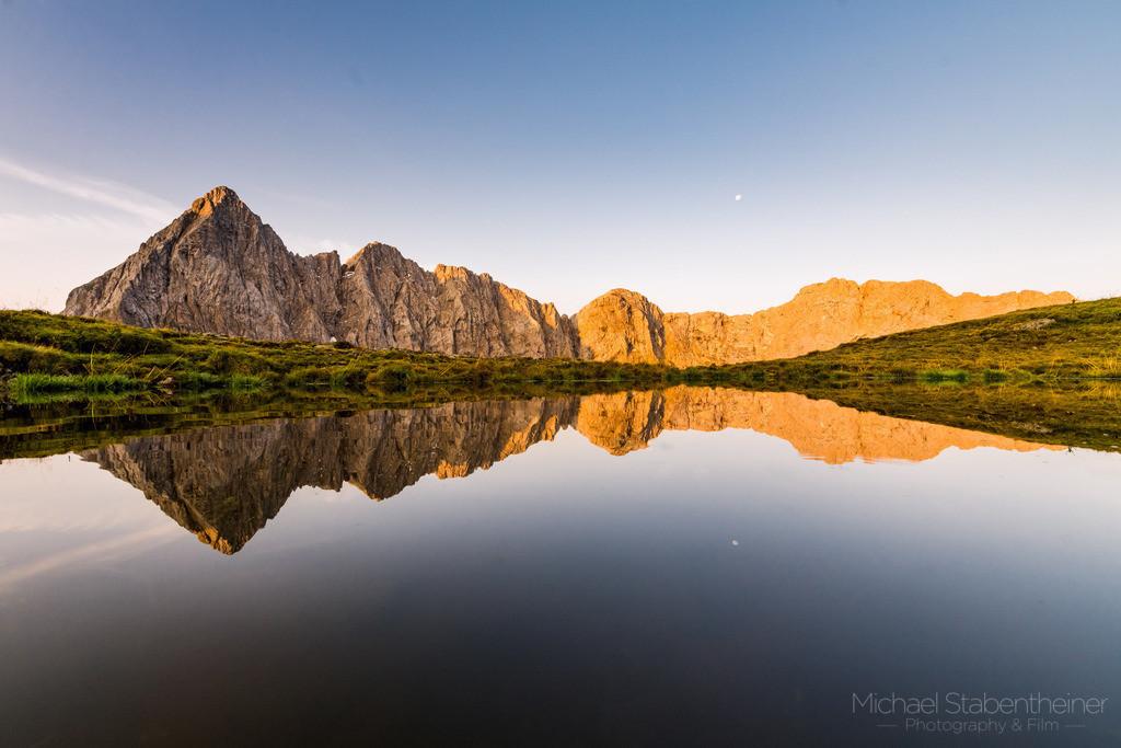 Sonnenaufgang im Wolayeral | Sonennaufang im Lesachtal in Kärnten in der Nähe vom Wolayersee mit einer Spiegelung im See
