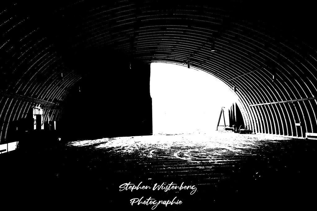 DSC00667_LostPlaces_SembachShelterInside_4   Verfremdete Schwarzweiss-Aufnahmen eines Flugzeugbunkers (Shelter) auf dem Gelände des ehemaligen Militärflugplatzes Sembach Air Base. Bearbeitet wurden die Bilder mit GIMP.