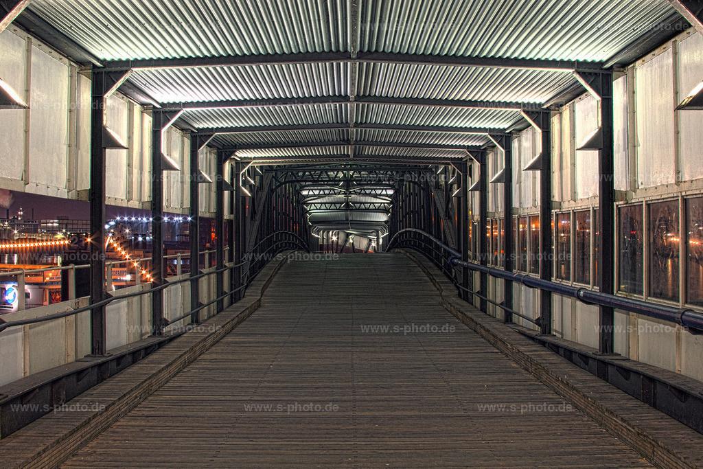 Überseebrücke im Hamburger Hafen