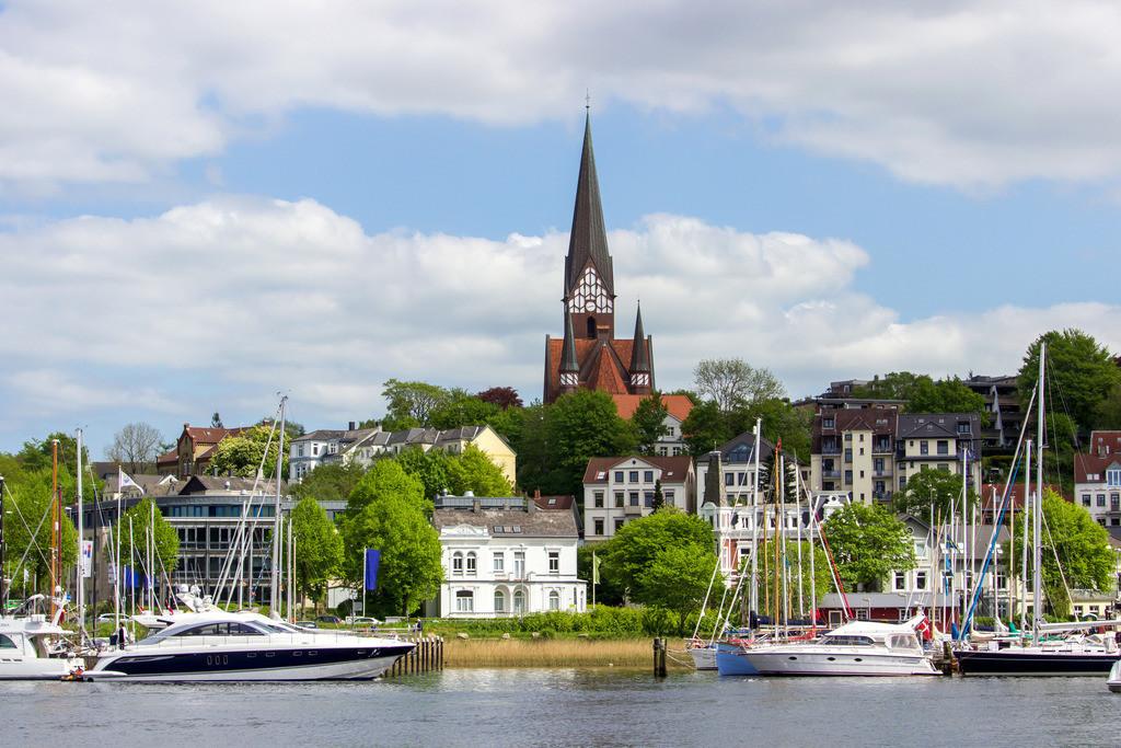 Flensburger Hafen | Hafen in Flensburg mit Blick auf die St. Jürgen Kirche