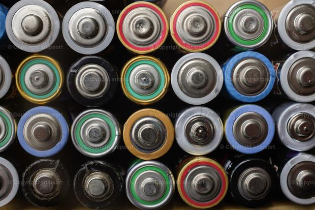Alte Batterien sauber gestapelt | Sauber gestapelte Batterien zum Recyceln in einem Haushalt