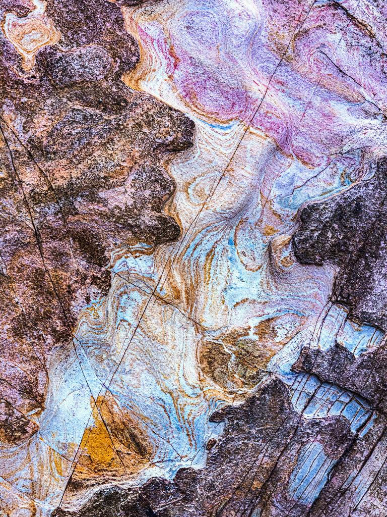 Steinstrukturen    Triptychon Clonakilty I - 2   Best. Nr. irl_2016_04_4108-3_4   Farbiges Gestein in Rosa- und Blautönen an der Küste von Clonakilty, Irland