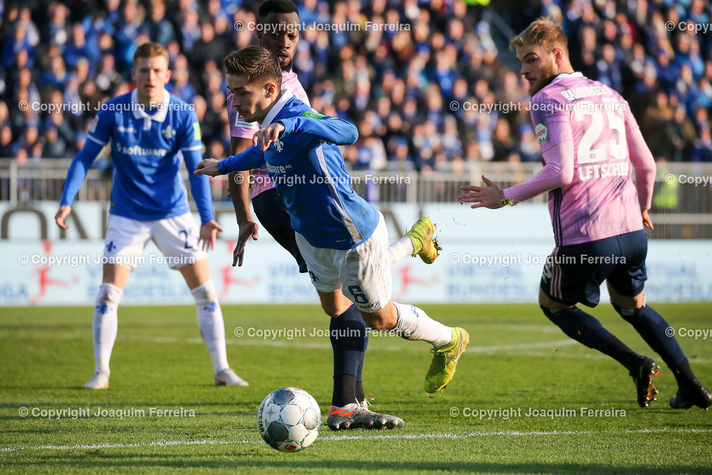 191221svdvshsv_1020 | 21.12.2019 Fussball 2.Bundesliga, SV Darmstadt 98-Hamburger SV emspor, despor  v.l.,  Khaled Narey (Hamburger SV), Marvin Mehlem (SV Darmstadt 98),Zweikampf, Action, Aktion, Battles for the Ball im Strafraum     (DFL/DFB REGULATIONS PROHIBIT ANY USE OF PHOTOGRAPHS as IMAGE SEQUENCES and/or QUASI-VIDEO)