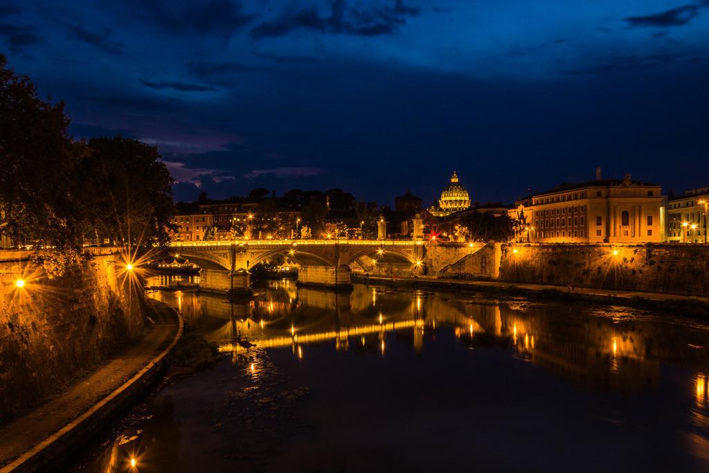 Blick auf Petersdom am Abend--Rom-3