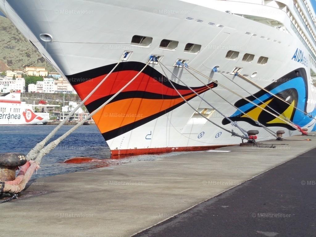 DSC016771 | AIDAstella angebunden im Hafen von La Palma