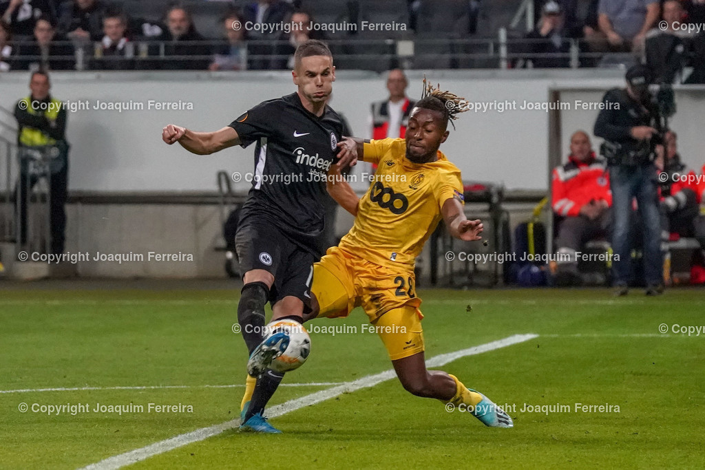 191024_sgevslie_0410 | 24.10.2019 Gruppenspiel Gruppe F UEFA Europa League Saison 2019/20 Eintracht Frankfurt - Standard Liege  emspor, emonline, despor, v.l., Mijat Gacinovic (Eintracht Frankfurt), Samuel Bastien (Standard Liege), Zweikampf, Action, Aktion, Battles for the Ball  Foto: Joaquim Ferreira (DFL/DFB REGULATIONS PROHIBIT ANY USE OF PHOTOGRAPHS as IMAGE SEQUENCES and/or QUASI-VIDEO)