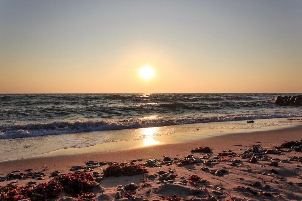 Strand in Damp   Sonnenaufgang über der Ostsee in Damp