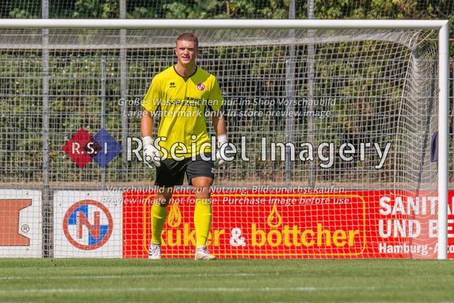 Fußball, Herren, LOTTO-Pokal Halbfinale, FC Eintracht Norderstedt - Altona 93, Edmund-Plambeck-Stadion, 16.08.2020 | Lars Oliver Huxsohl (#1, Norderstedt, Torwart)