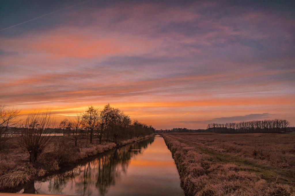 zum Sonnenuntergang am Kanal 2
