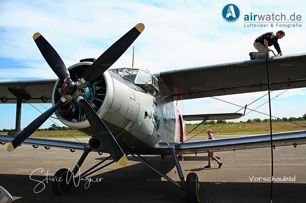 Flughafen Husum, Antonow AN-2 | Flughafen Husum, Service-Team, Antonow AN-2 • max. 4272 x 2848 pix