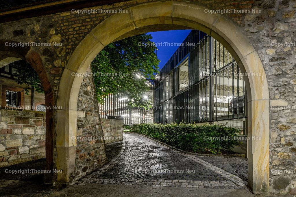 _DSC9375   Bensheim, Bergstrasse bei Nacht, Parkhaus Plantanenallee, ,, Bild: Thomas Neu