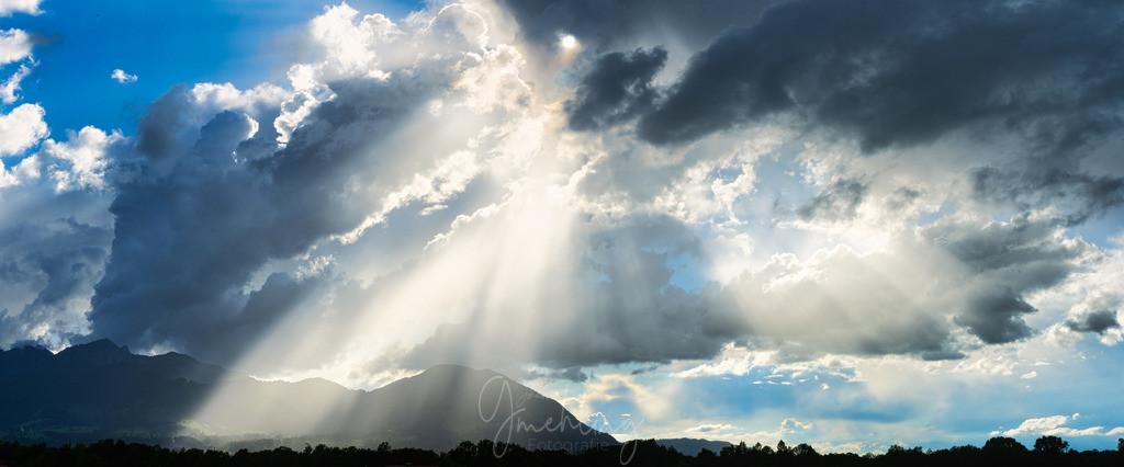 Licht und Schatten | Großartige Wolken und fantastisches Licht.