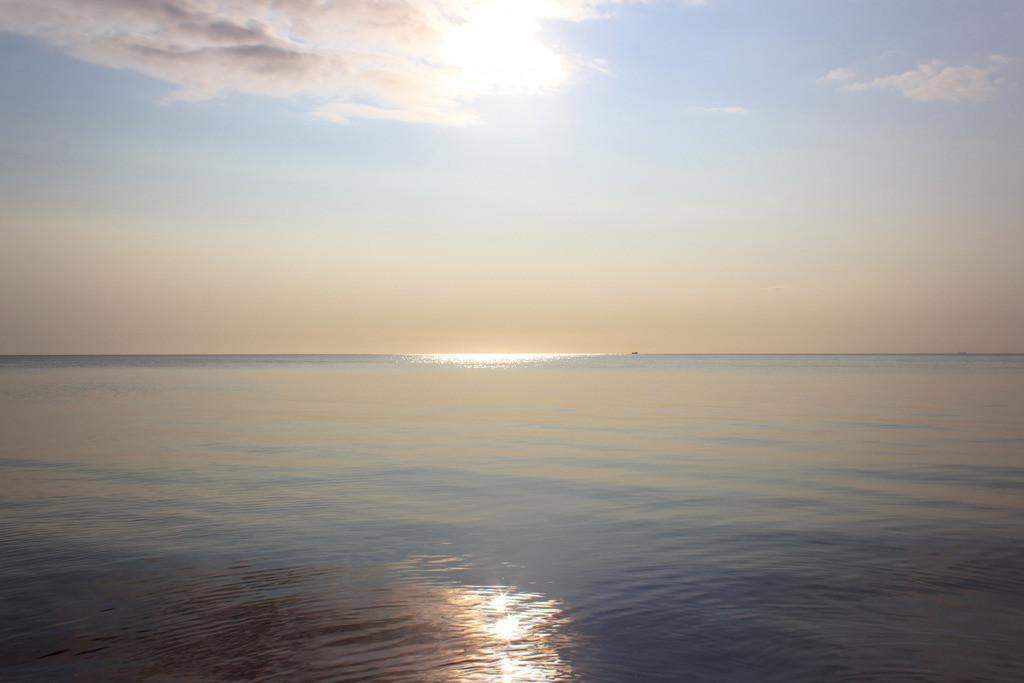 Strand in Booknis   Sonne und Wolken am Strand in Booknis