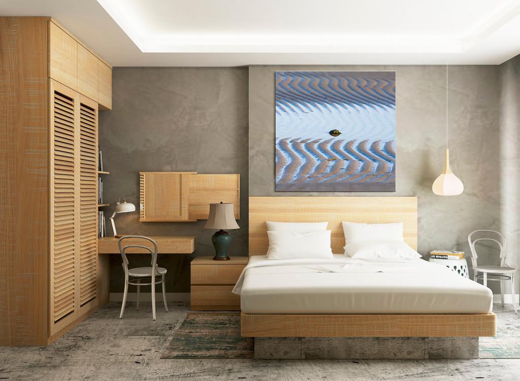 Strandbild für Ihr Schlafzimmer | Anwendungsbeispiel für die Gestaltung Ihres Schlafbereichs. Sie finden dieses Motiv in der Galerie Farben und Formen - Strandspaziergang