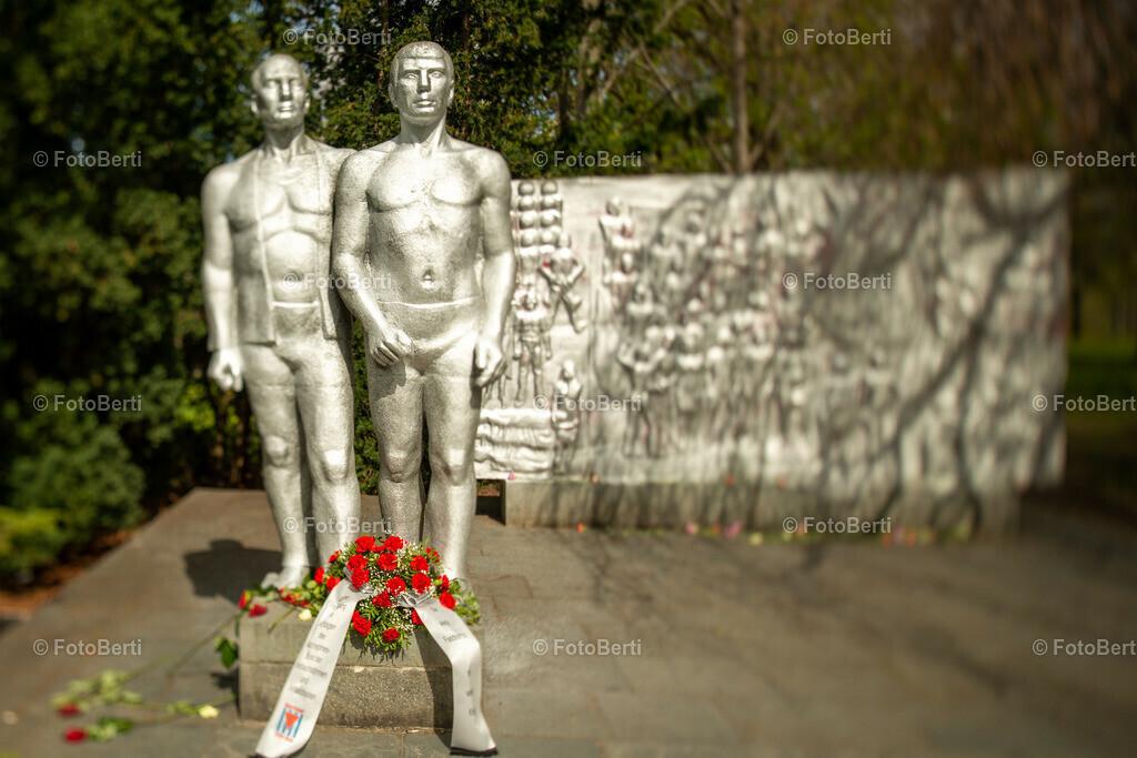 Denkmal der antifaschistischen Widerstandskämpfer | Kathrin Steisinger und Walter Hilpert | Denkmal der antifaschistischen Widerstandskämpfer. Erinnerung an die #Befreiung Weißensees vom deutschen Faschismus vor 76 Jahren.