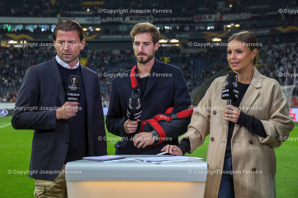 191024_sgevslie_0200 | 24.10.2019 Gruppenspiel Gruppe F UEFA Europa League Saison 2019/20 Eintracht Frankfurt - Standard Liege  emspor, emonline, despor, v.l., Roman Weidenfeller, Verletz Kevin Trapp (Eintracht Frankfurt), Laura Wontorra   Foto: Joaquim Ferreira (DFL/DFB REGULATIONS PROHIBIT ANY USE OF PHOTOGRAPHS as IMAGE SEQUENCES and/or QUASI-VIDEO)