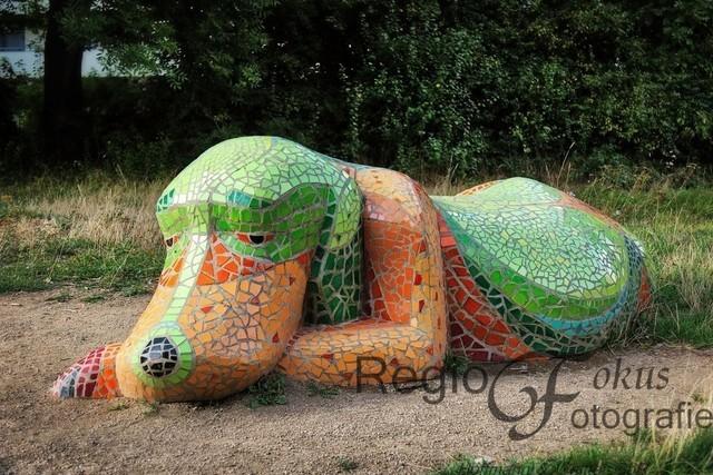 Mosaikskulptur Bonnie | In Zusammenarbeit mit einer Bildhauerin gestalteten Drispenstedter Kinder verschiedene Skulpturen im Rahmen von Mitmachbaustellen