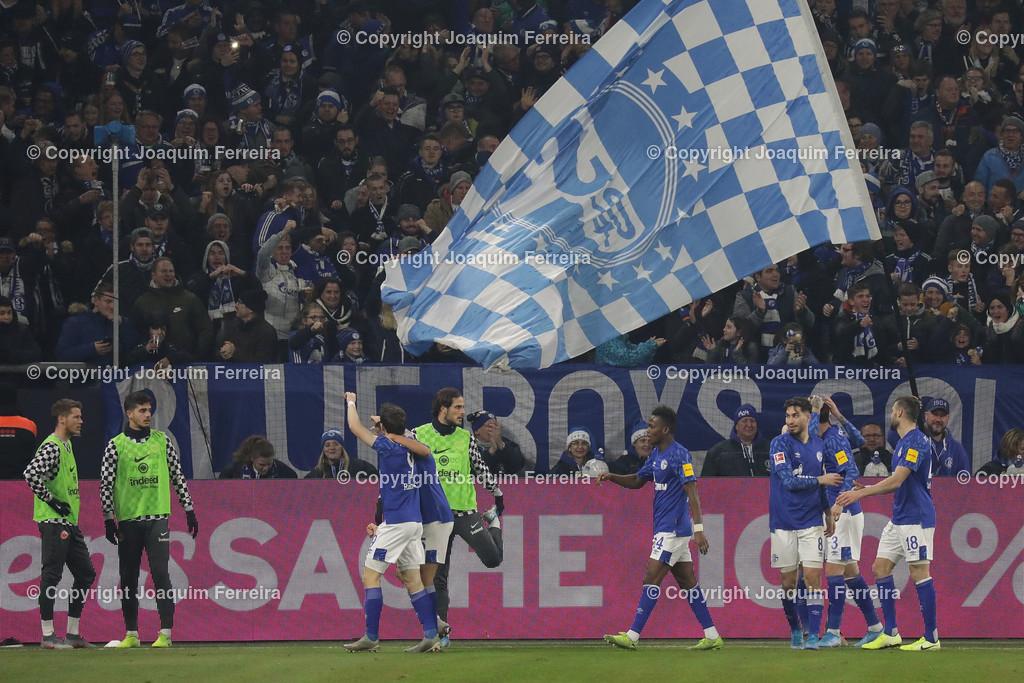 191215_schvssge_0077 | 15.12.2019 Fussball 1.Bundesliga, FC Schalke 04 - Eintracht Frankfurt  emspor  v.l.,  Benito Raman (FC Schalke 04), Amine Harit (FC Schalke 04),Juan Miranda (FC Schalke 04),Mascarell (FC Schalke 04),Torjubel, Goal celebration, celebrate the goal, Fans,Stimmung, Schals, Trikots, Emotionens   (DFL/DFB REGULATIONS PROHIBIT ANY USE OF PHOTOGRAPHS as IMAGE SEQUENCES and/or QUASI-VIDEO)