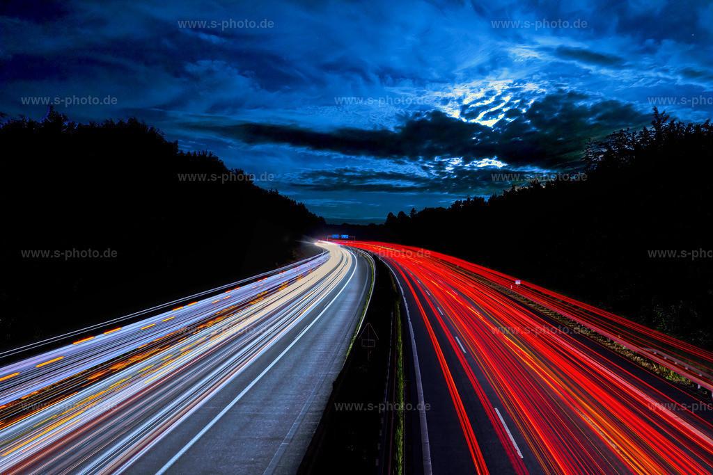Autobahn A7 | redlines - Nachts über der Autobahn